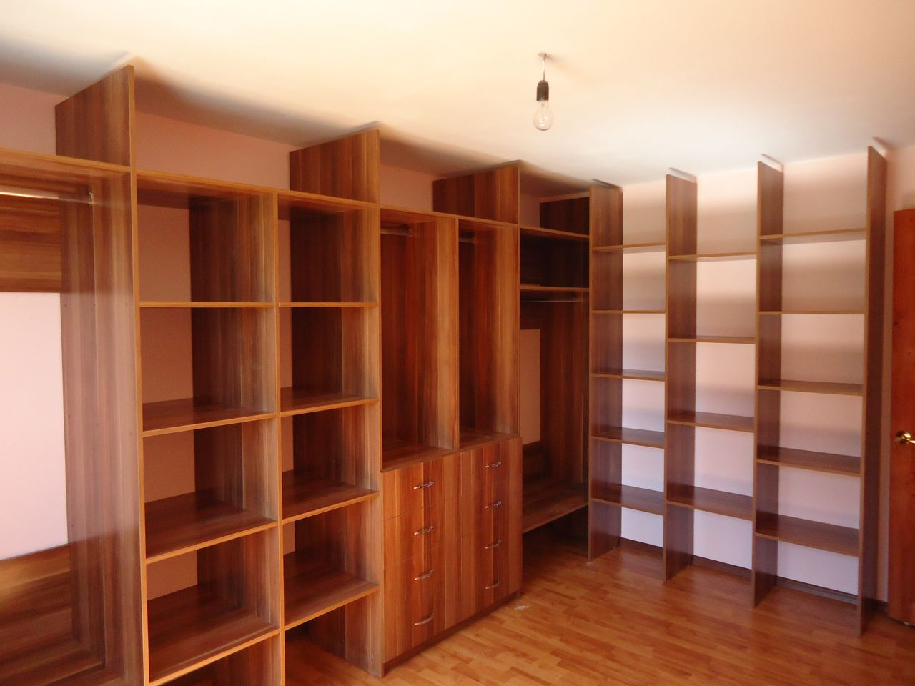 Мебель для гардеробной комнаты (44 фото): модульная мебель д.