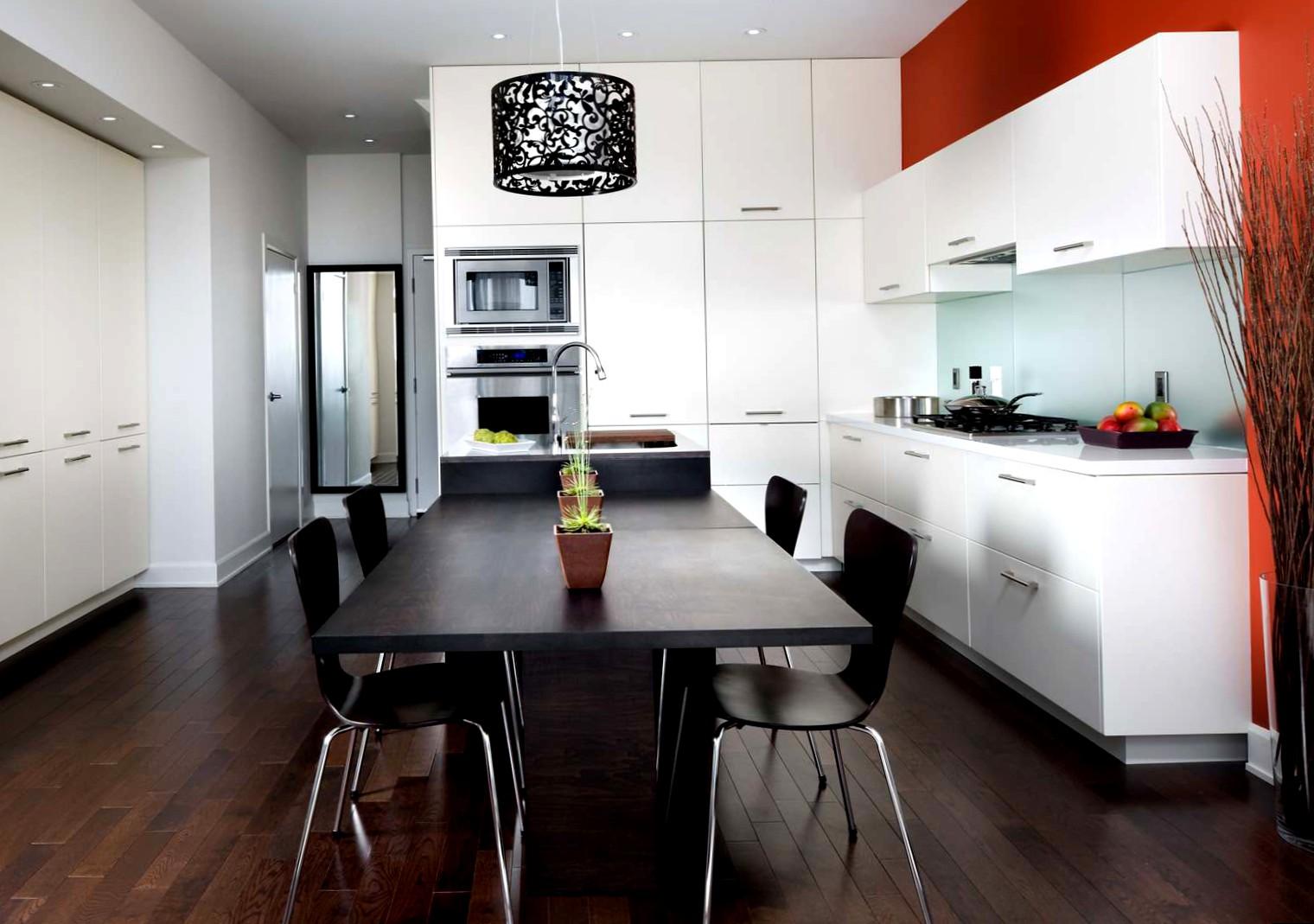 Белая кухня черный стол в интерьере фото