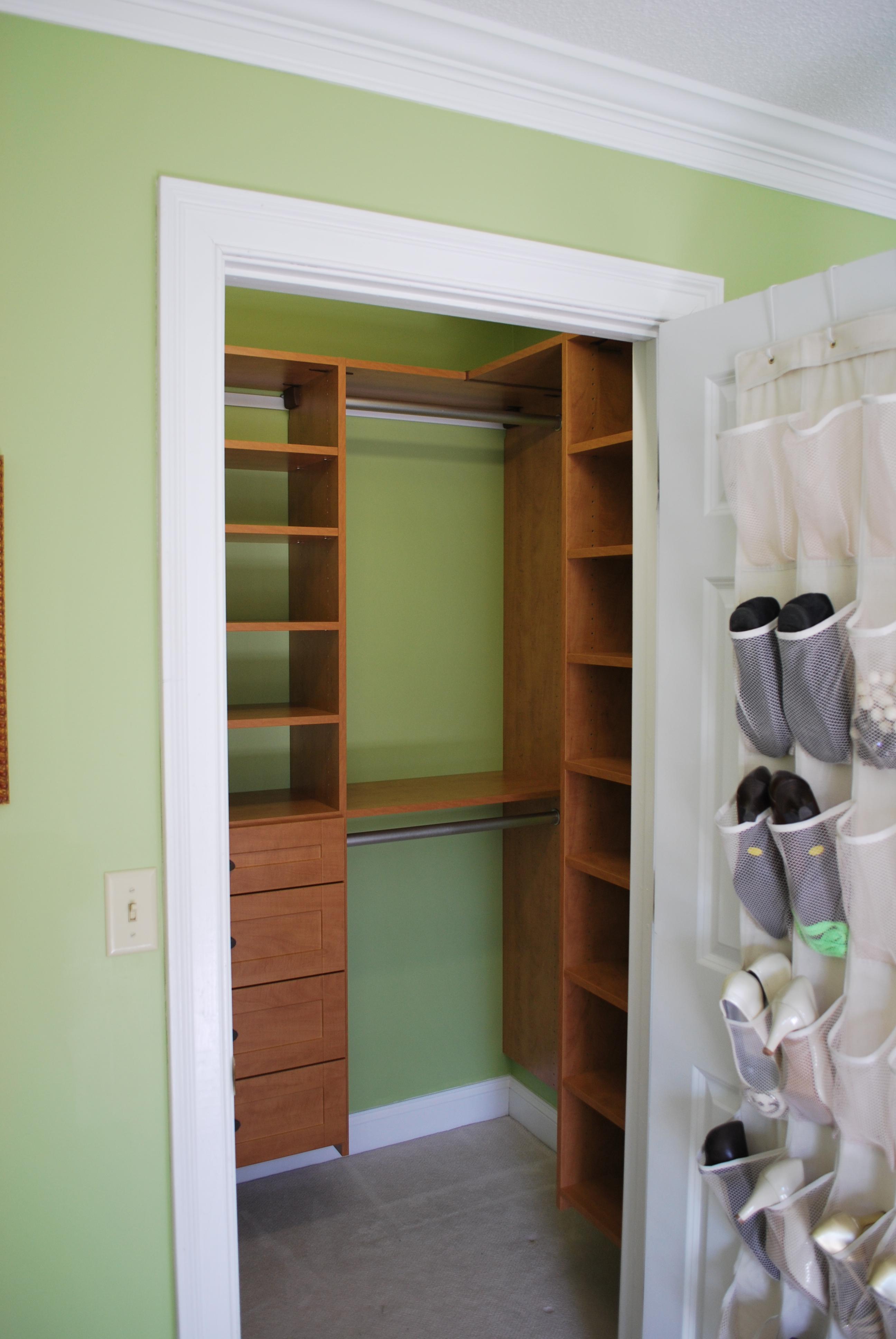 Как сделать шкаф из кладовки своими руками