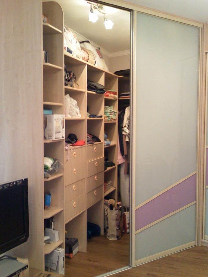 Угловая гардеробная в спальне (59 фото): дизайн гардеробной .