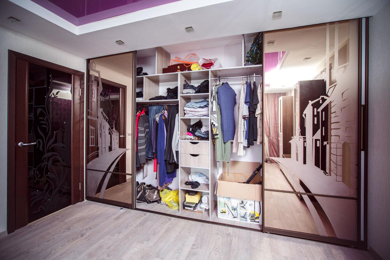 Встроенные гардеробные (63 фото): маленькие системы встраива.