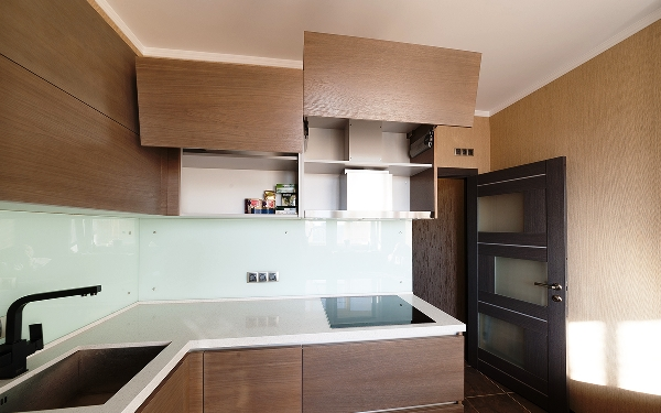Дизайн кухни со встроенной вытяжкой