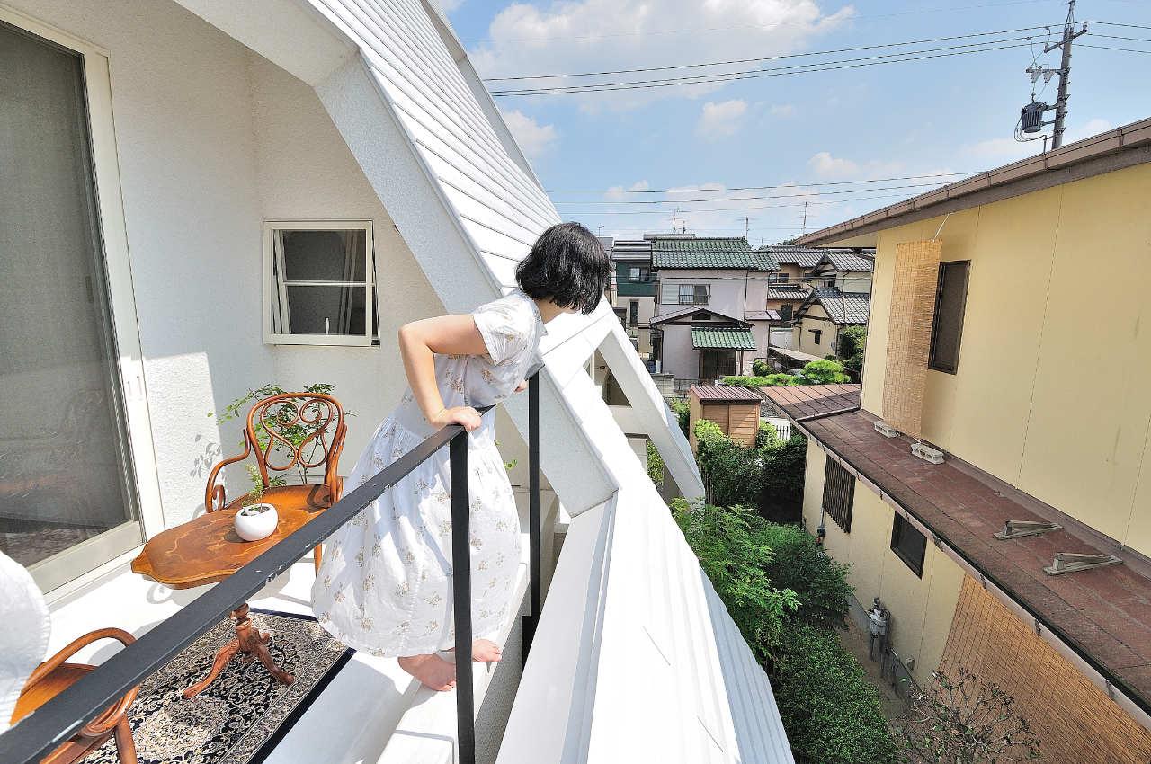 Виды, особенности устройства и дизайна балконов 42