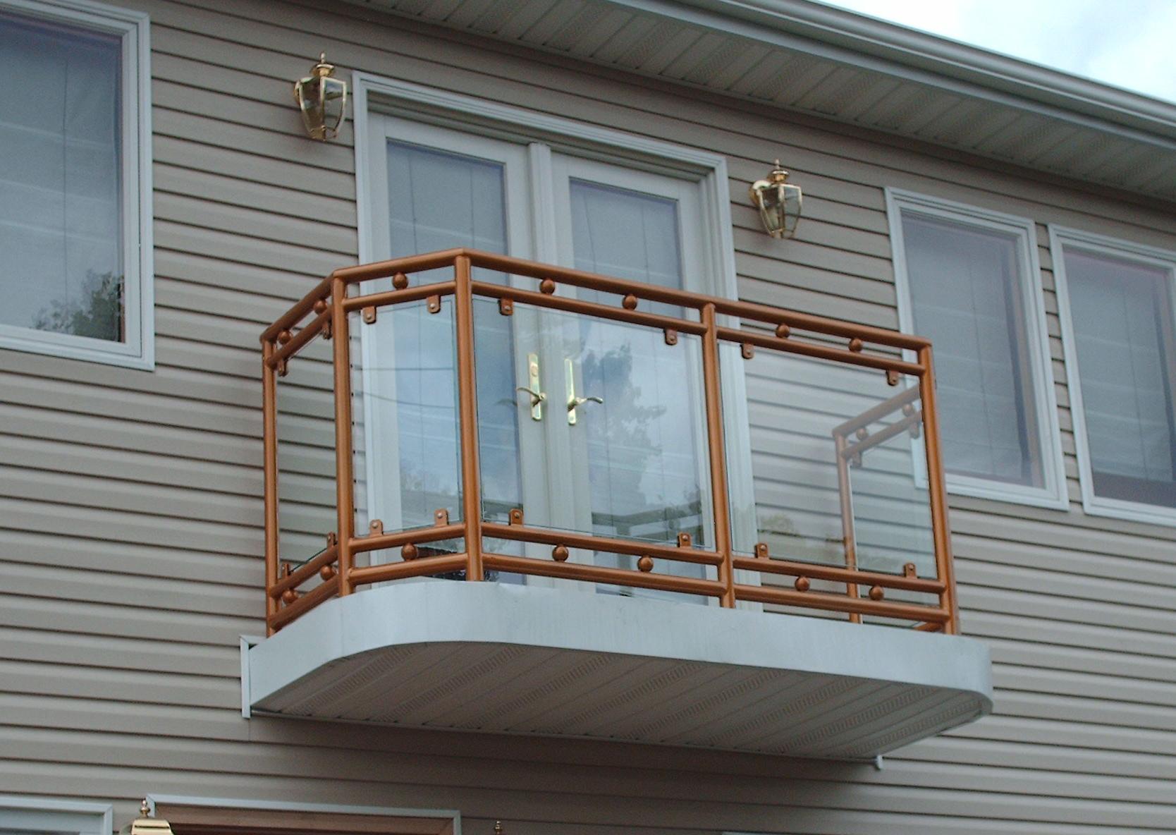 Виды, особенности устройства и дизайна балконов 58