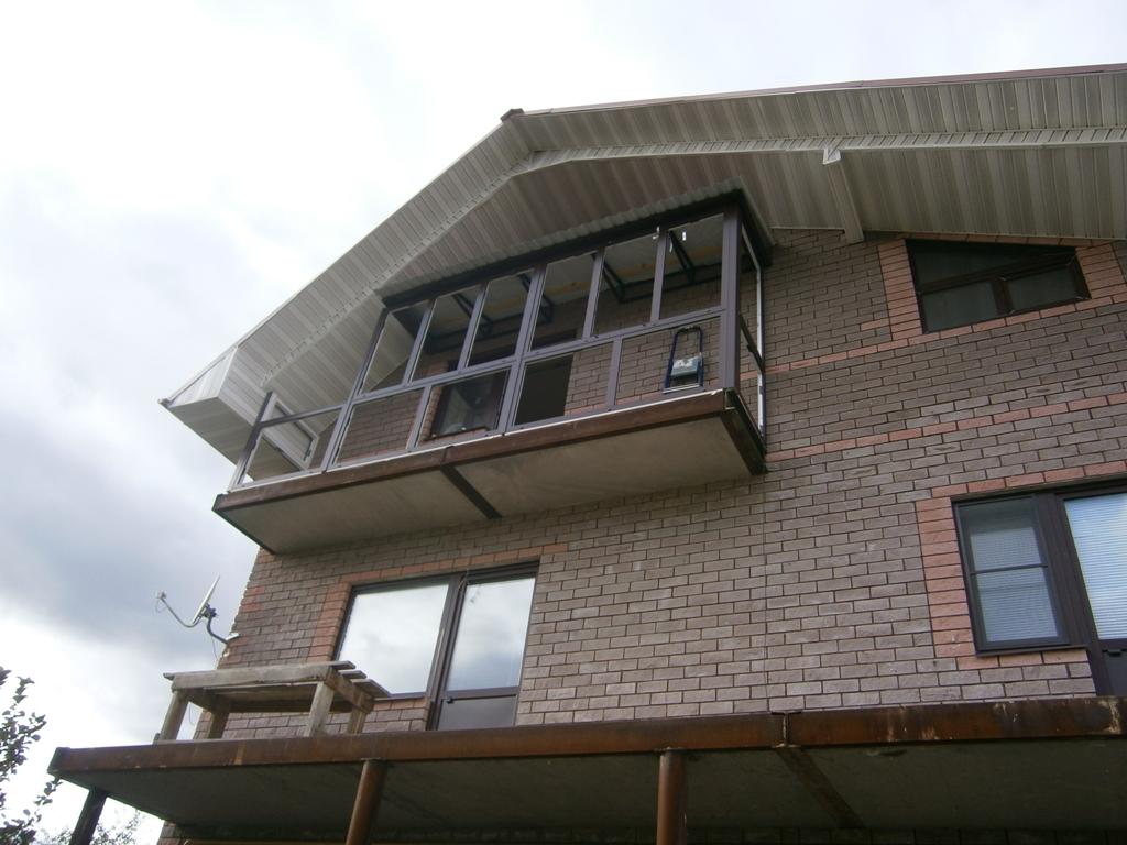 Веранда с балконом к дому 14