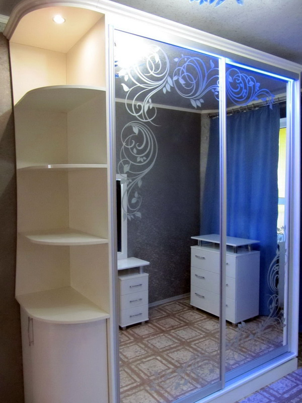Белый шкаф-купе с зеркалом (31 фото): зеркальный глянец, вар.