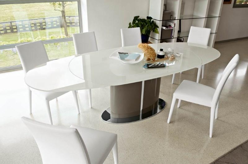 Стеклянный стол на кухню на одной ноге