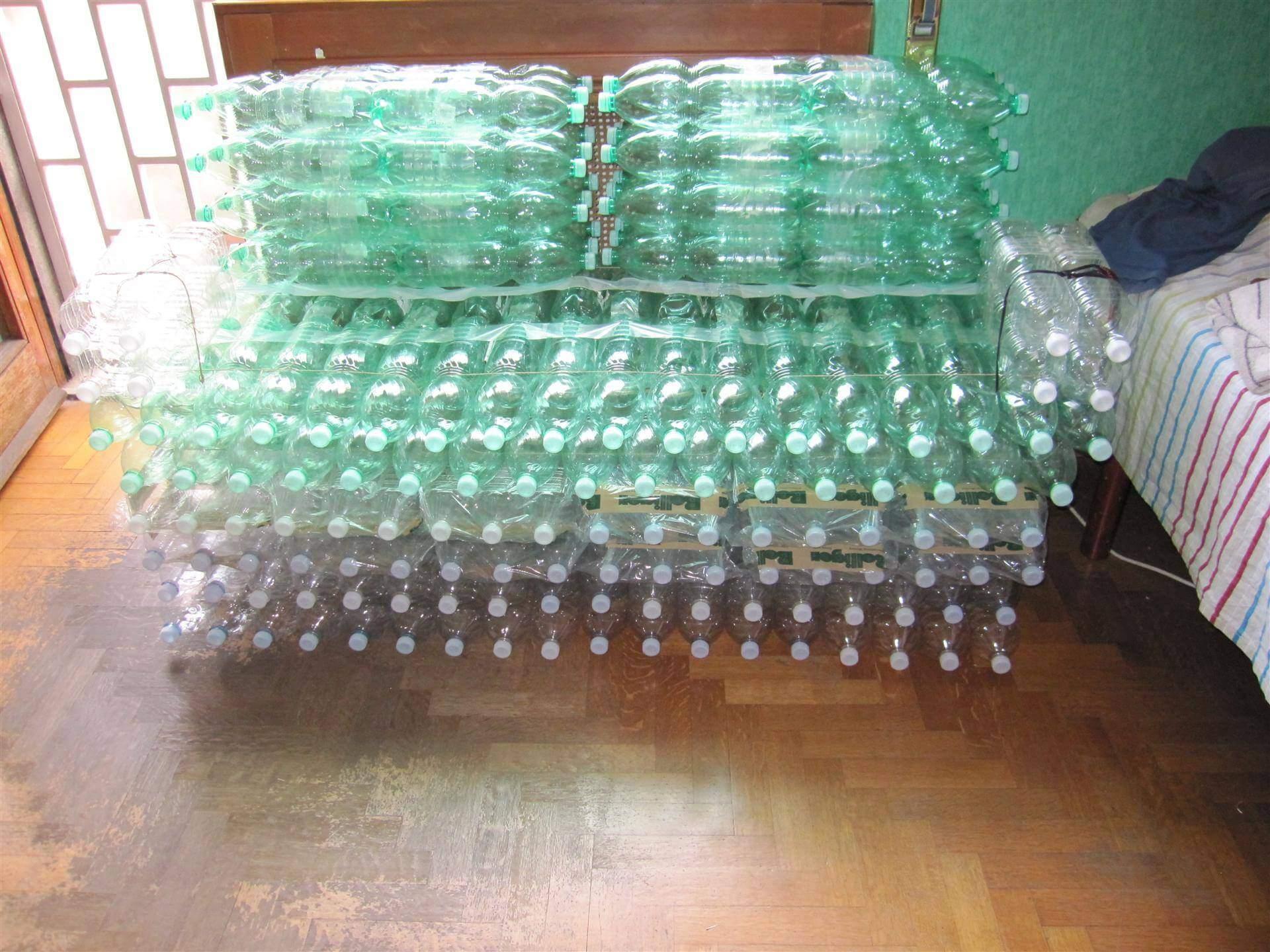 Стулья из бутылок пластиковых
