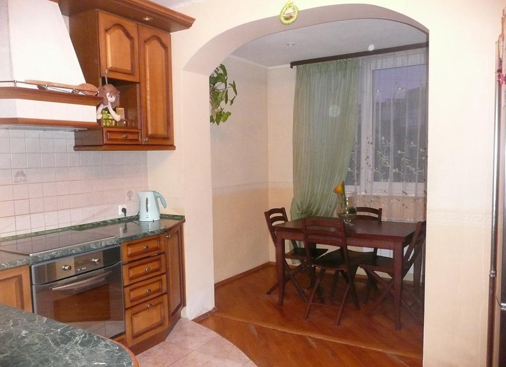Варианты объединения лоджии с комнатой или кухней, как это с.