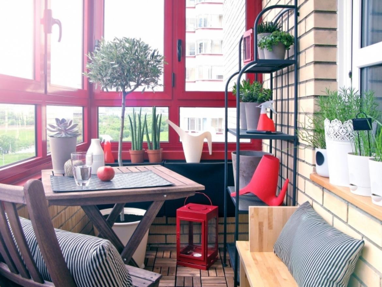 Яркий балкон фото.