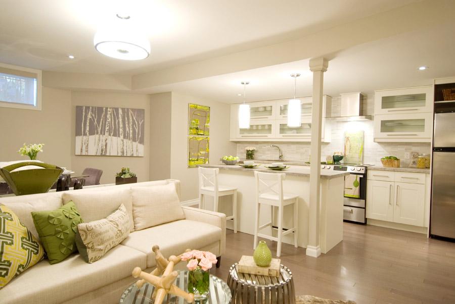 Кухня гостиная в маленькой квартире фото интерьера
