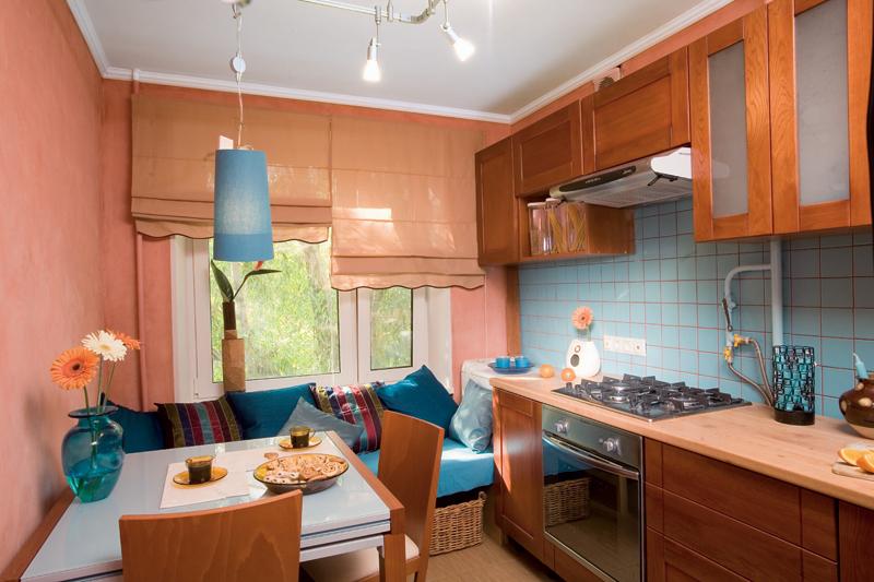 Дизайн кухни 12 кв.м с диваном и барной стойкой