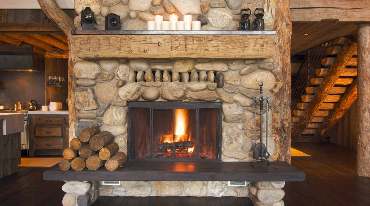 Варианты каминов для деревянного дома по типам топлива 6