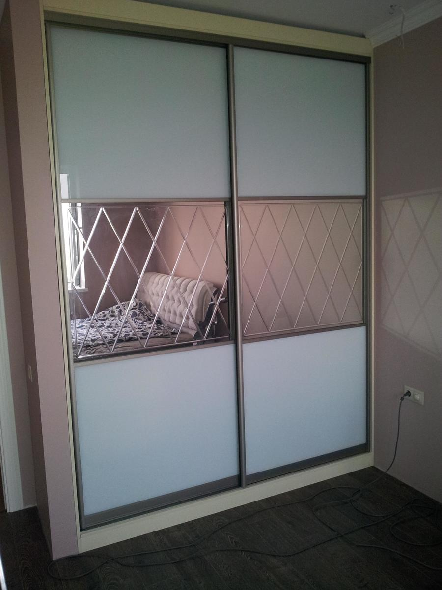 Фасады шкафов-купе (76 фото): новинки необычного дизайна без.