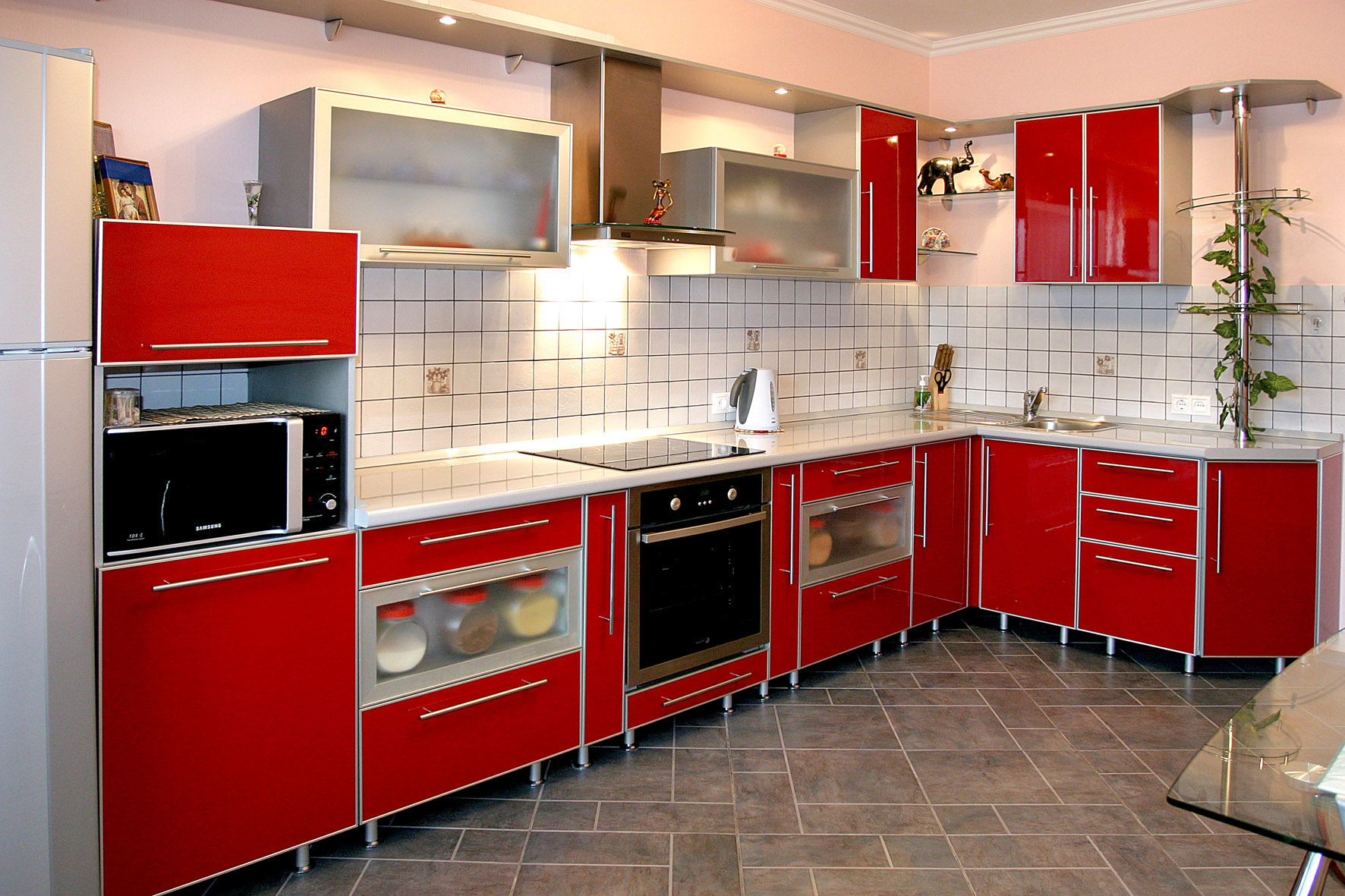 Красные кухни под заказ. изготовление мебели в новокузнецке .