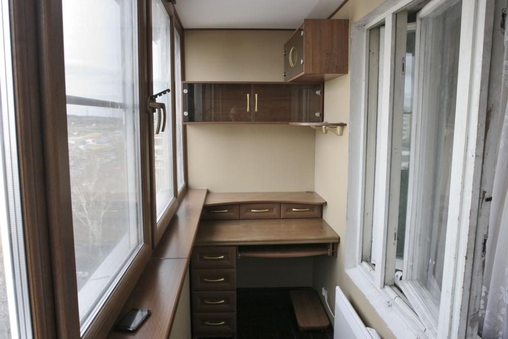 Кабинет на балконе (58 фото): как сделать рабочее место и ст.