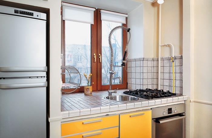 На окне кухни хрущевки дизайн
