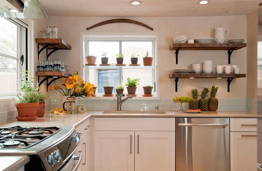 Открытые полки в интерьере кухни. фото