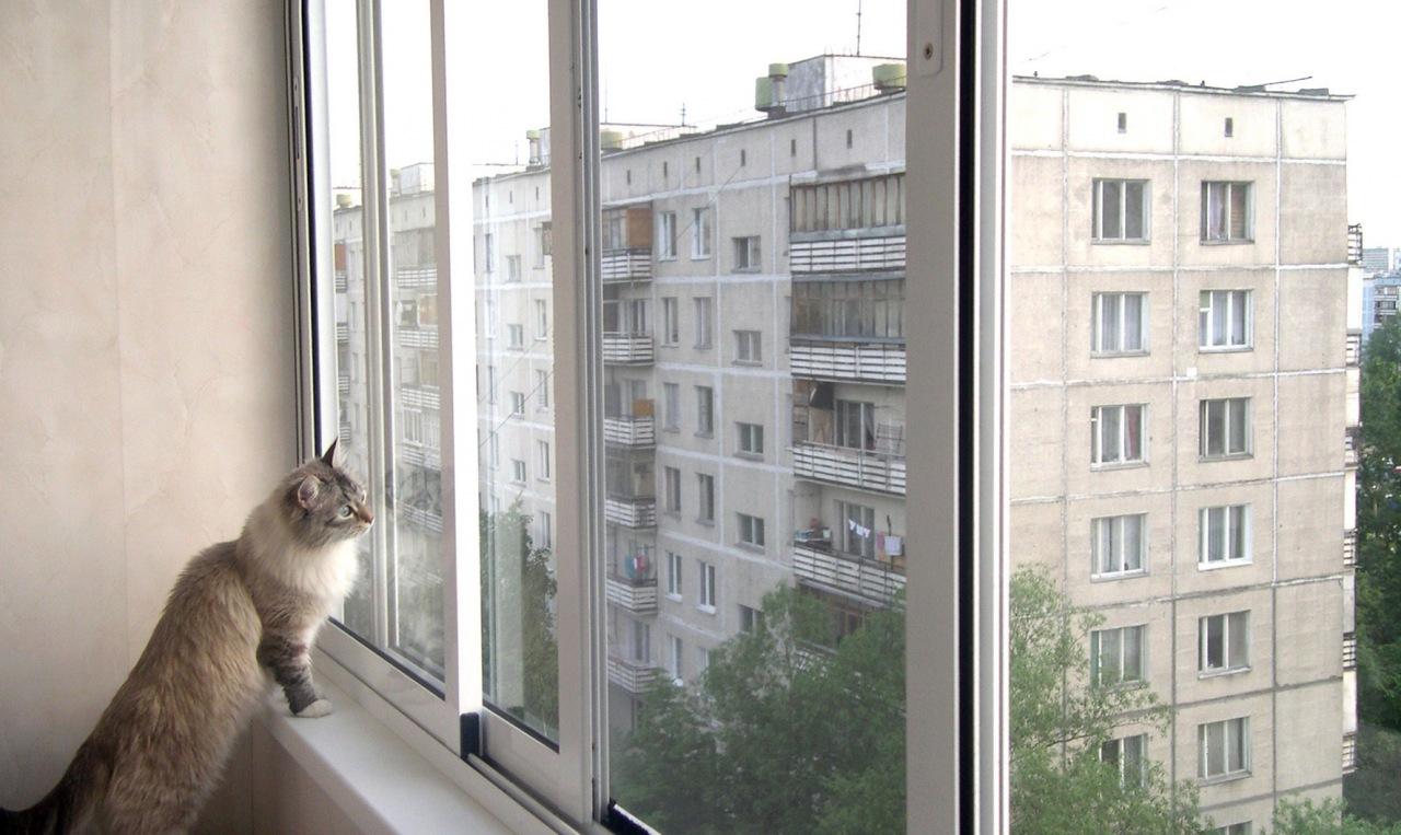 Остекление балконов. выбираем дерево, алюминий или же пласти.