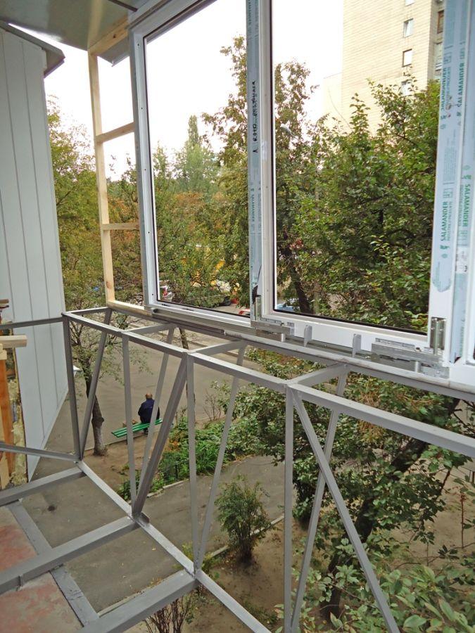 Остекление балкона с выносом (45 фото): выносной подоконник.
