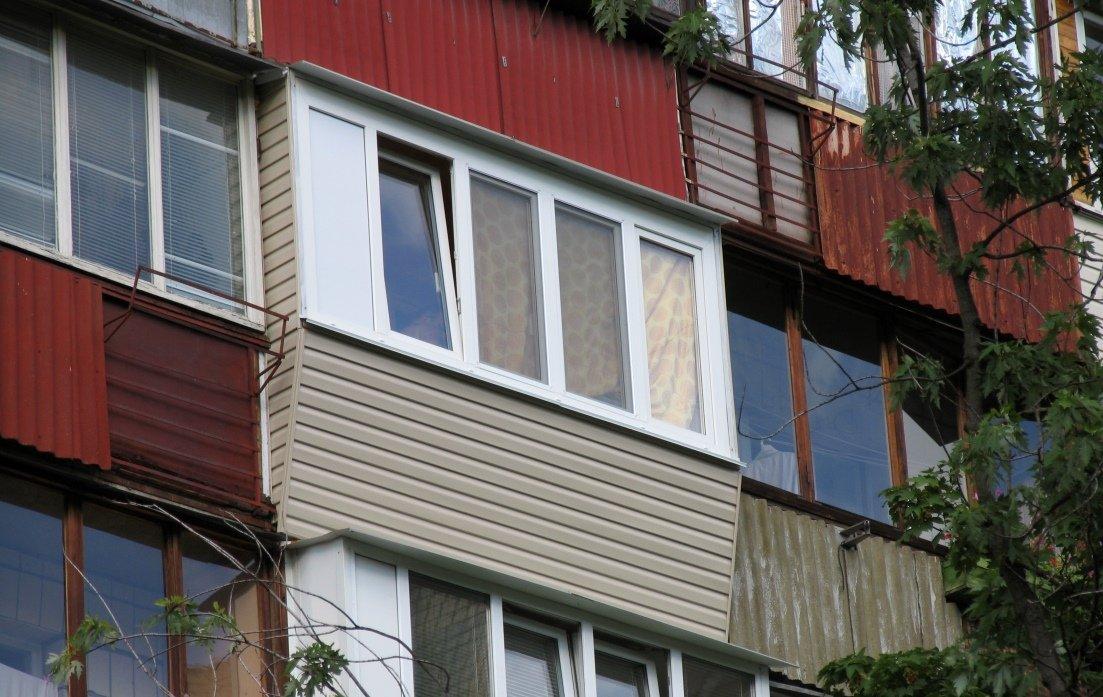 Обустройство балкона в чешке - остекление, утепление, облицо.
