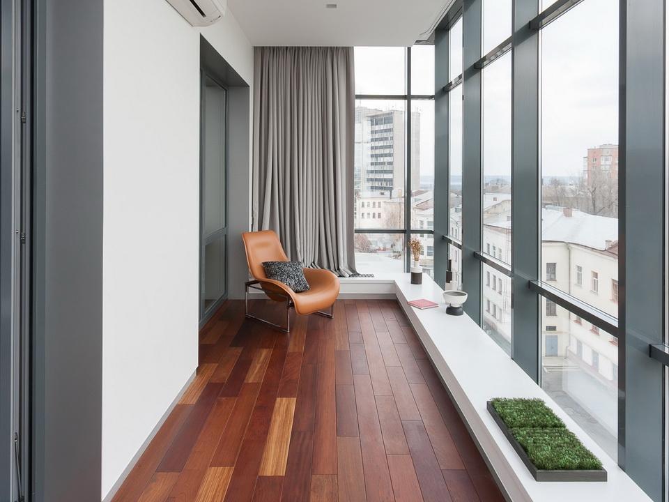 Как выполняется остекление балкона в современных условиях бе.