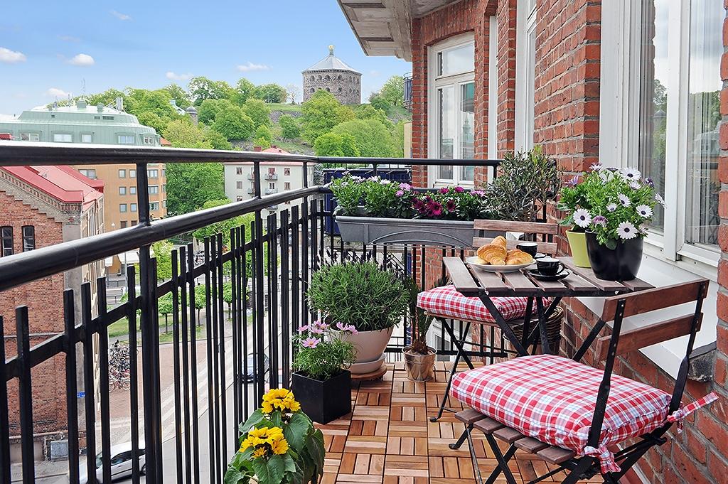 Как украсить открытый балкон фото