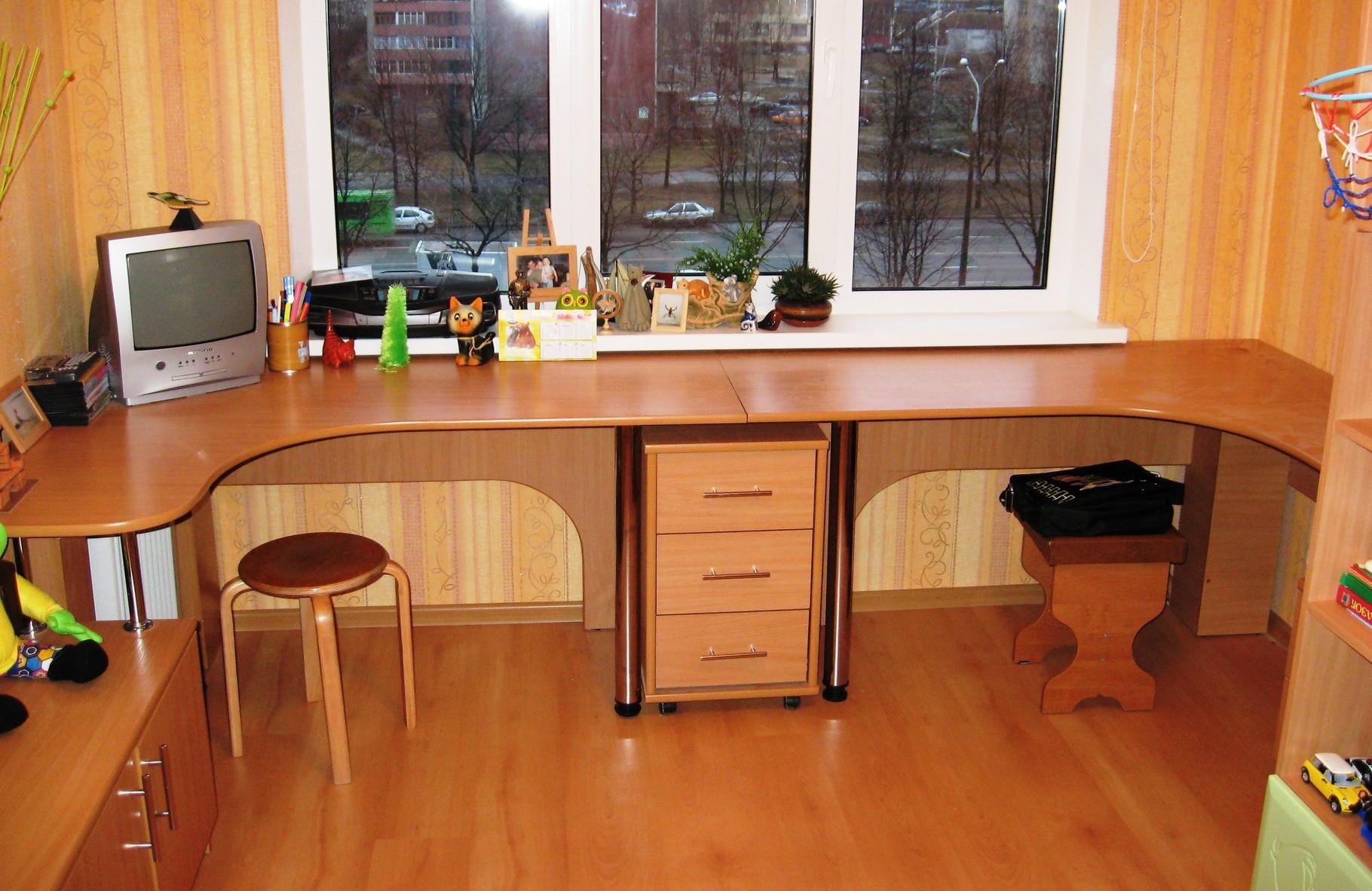 Встроенные письменные столы фото.