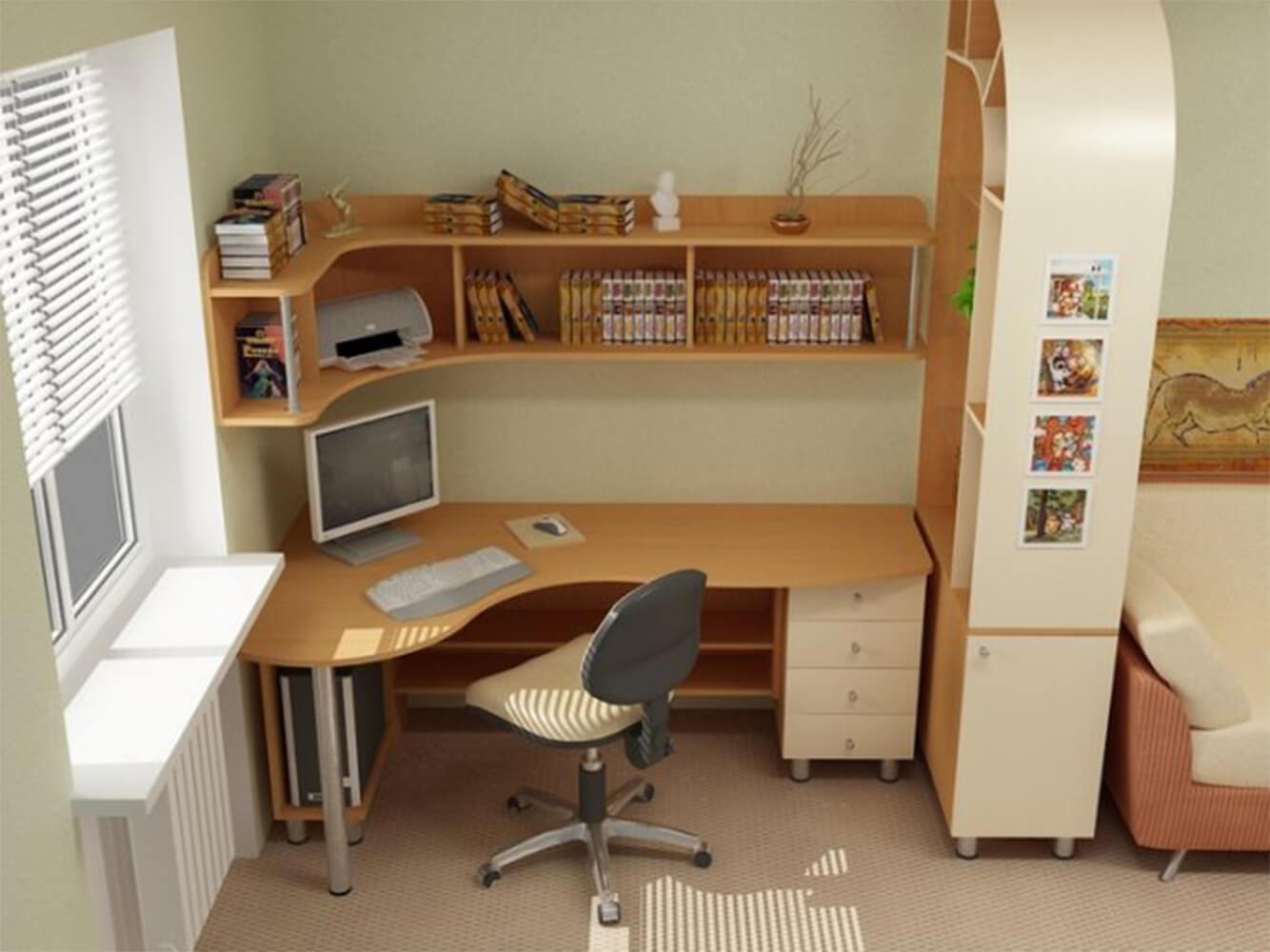 Угловой стол с полками и ящиками.