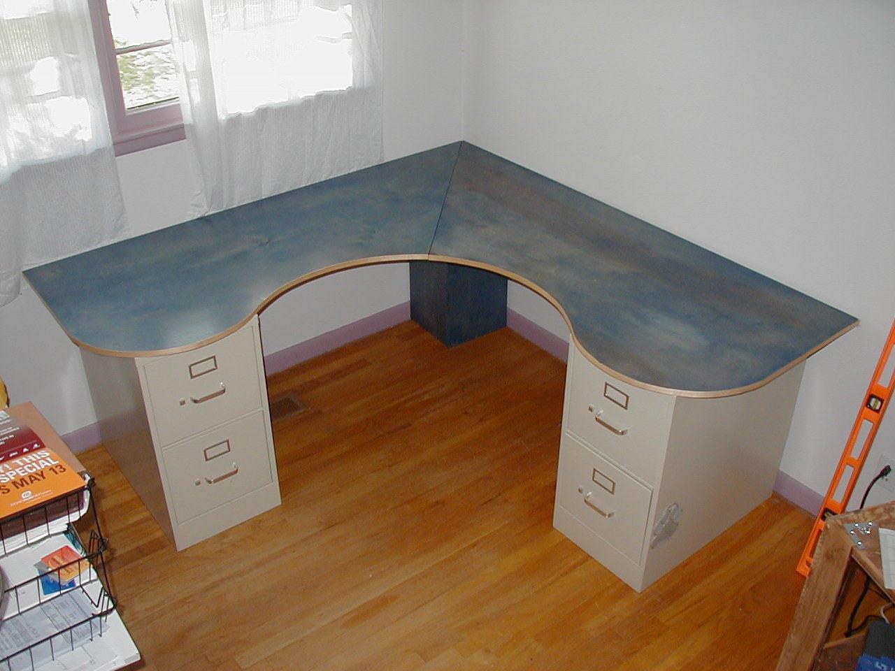 Как своими руками сделать угловой письменный стол