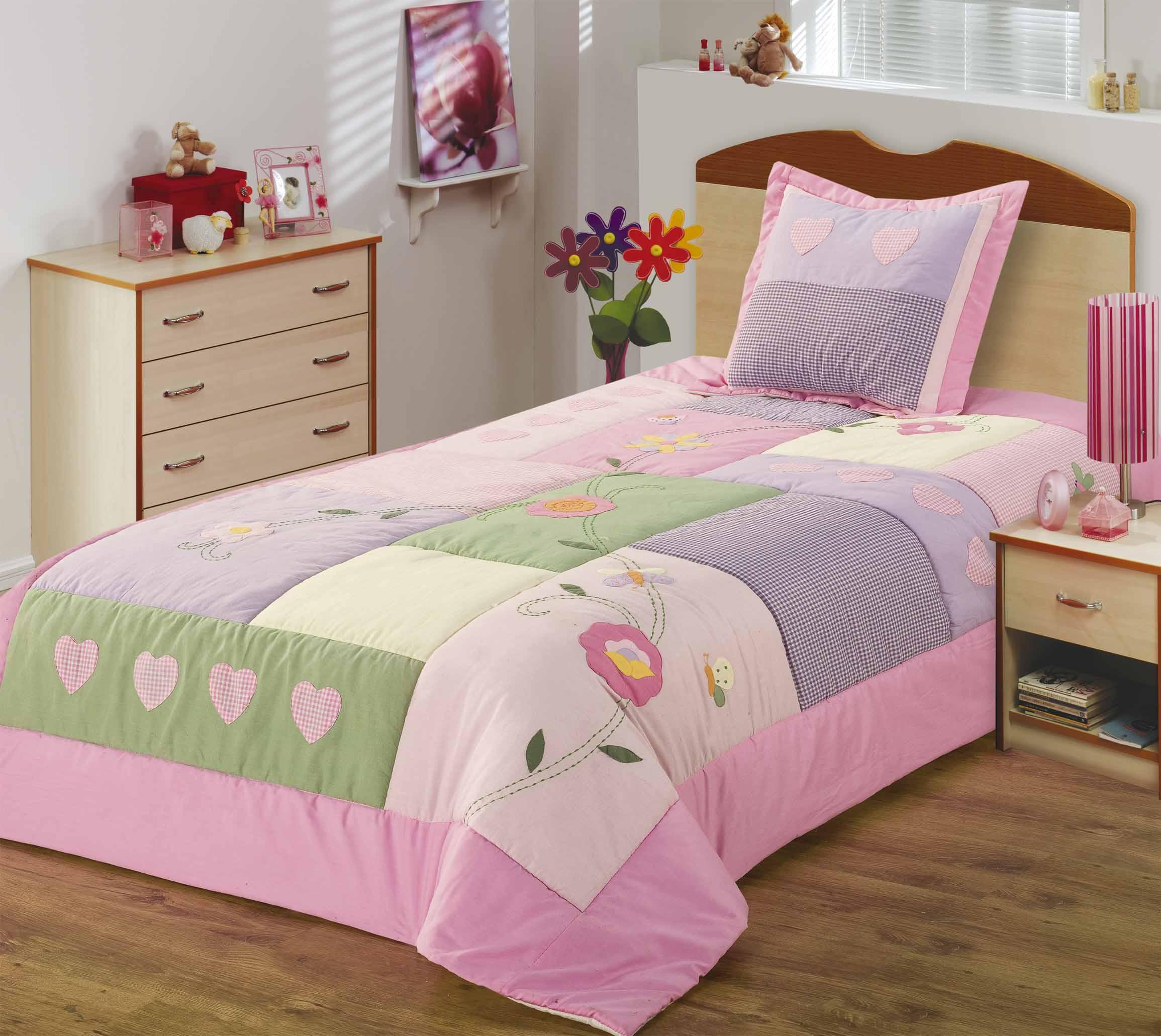 Как сшить покрывало на кровать в детскую