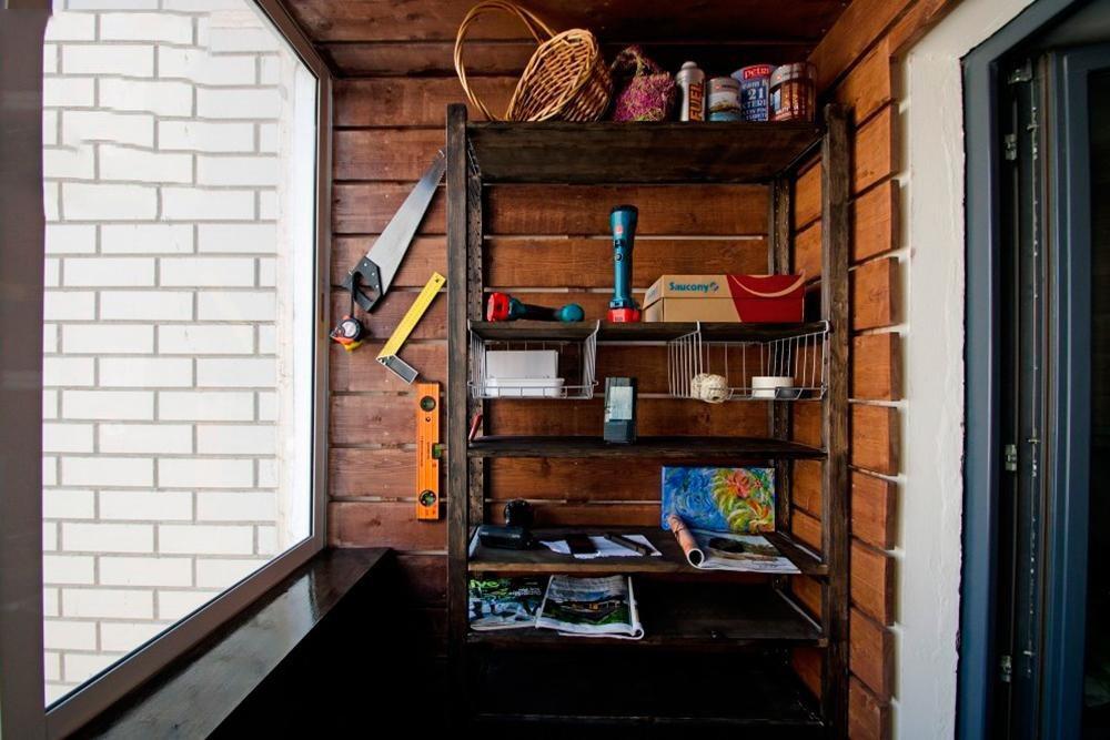 Шкаф для инструментов на балконе.