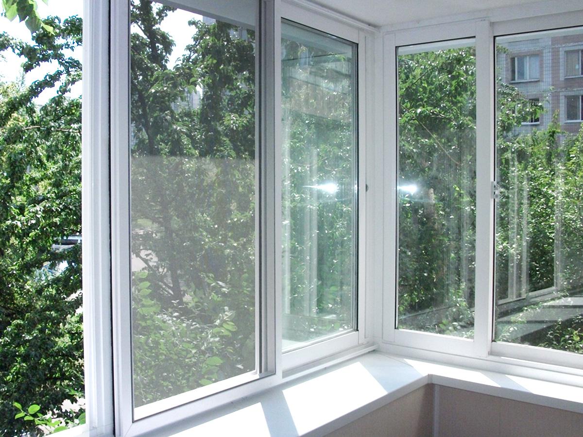 Раздвижные окна на балкон (51 фото): алюминиевые и пластиков.