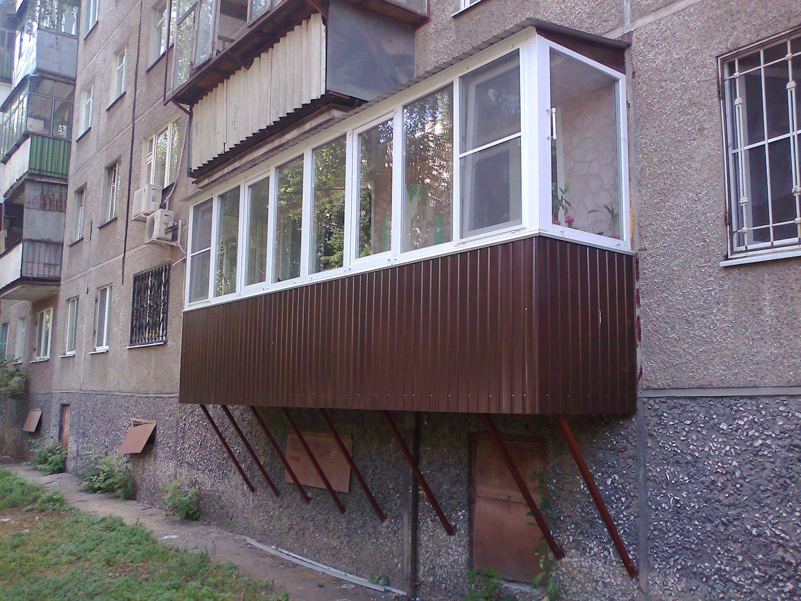 Балконы на первом этаже как сделать