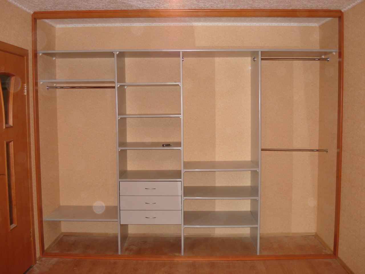 Встроенный шкаф купе в спальне своими руками