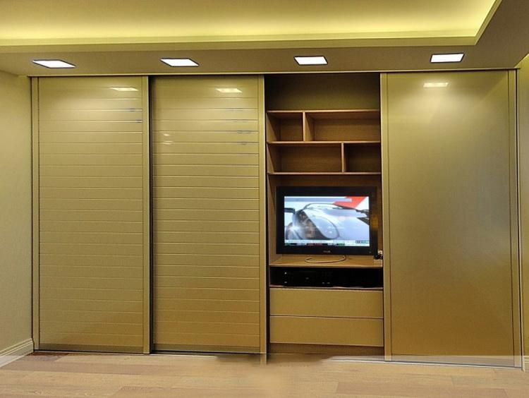 Шкаф-купе с нишей под телевизор (49 фото): в гостиной и спал.