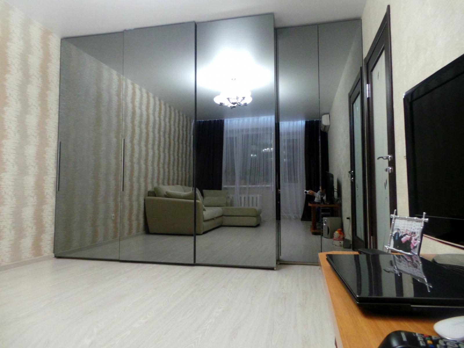 Шкаф-купе с зеркалом (84 фото): зеркальный шкаф венге с рису.