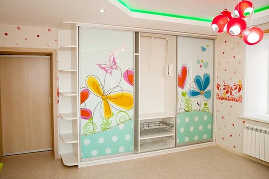 Шкаф-купе в детской комнате: разновидности, преимущества, ос.