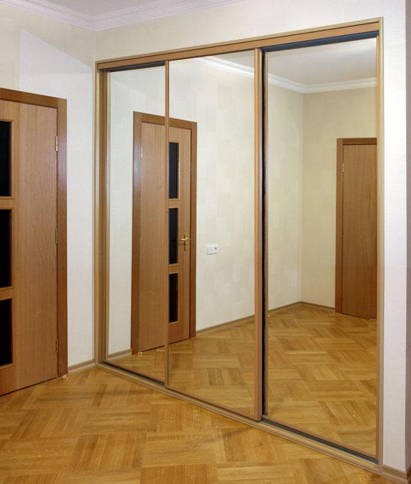 встроенный зеркальный шкаф купе в прихожую фото