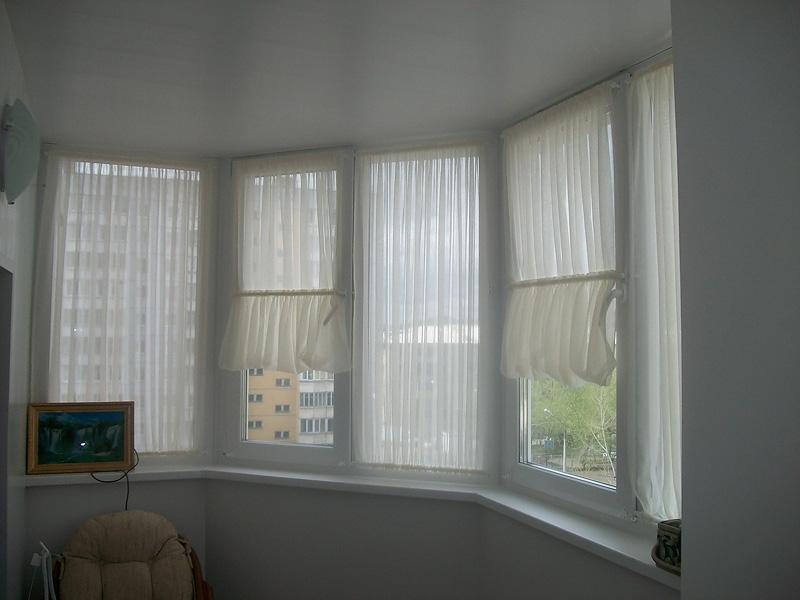 Как занавесить окно на балконе своими руками 41