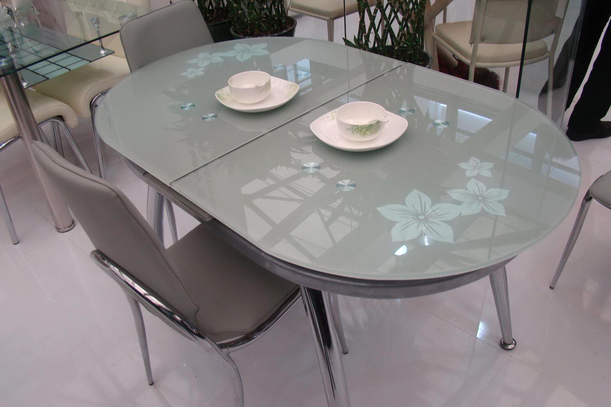 Круглый стеклянный стол раздвижная конструкция со столешницей из стекла и прикроватный белый столик на одной ножке