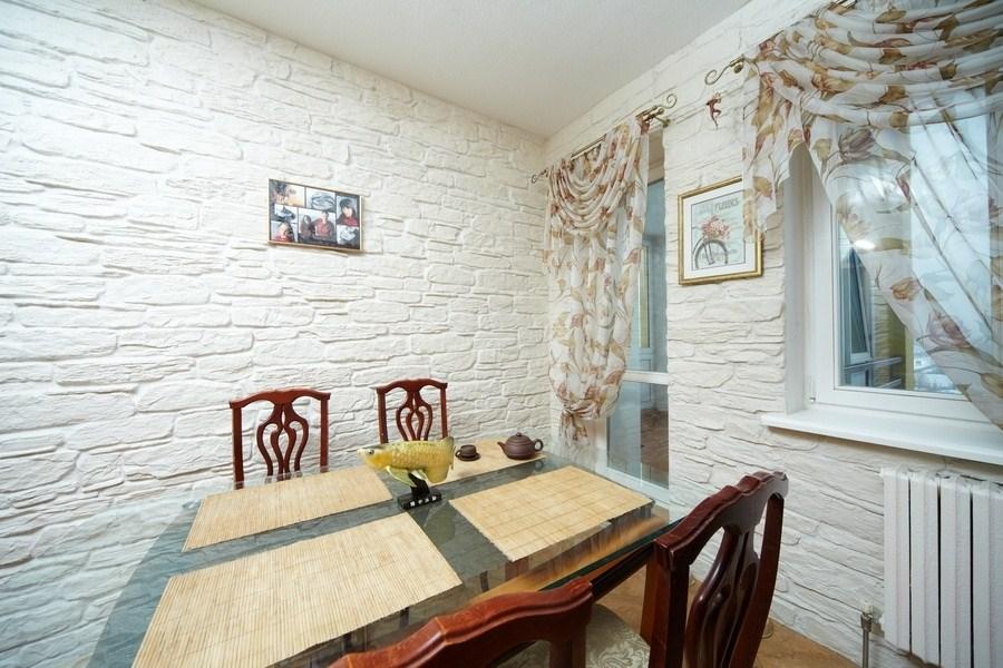 Декоративная отделка стен на кухне