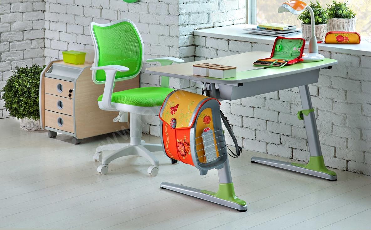 Письменный стол для школьника как правильно выбрать