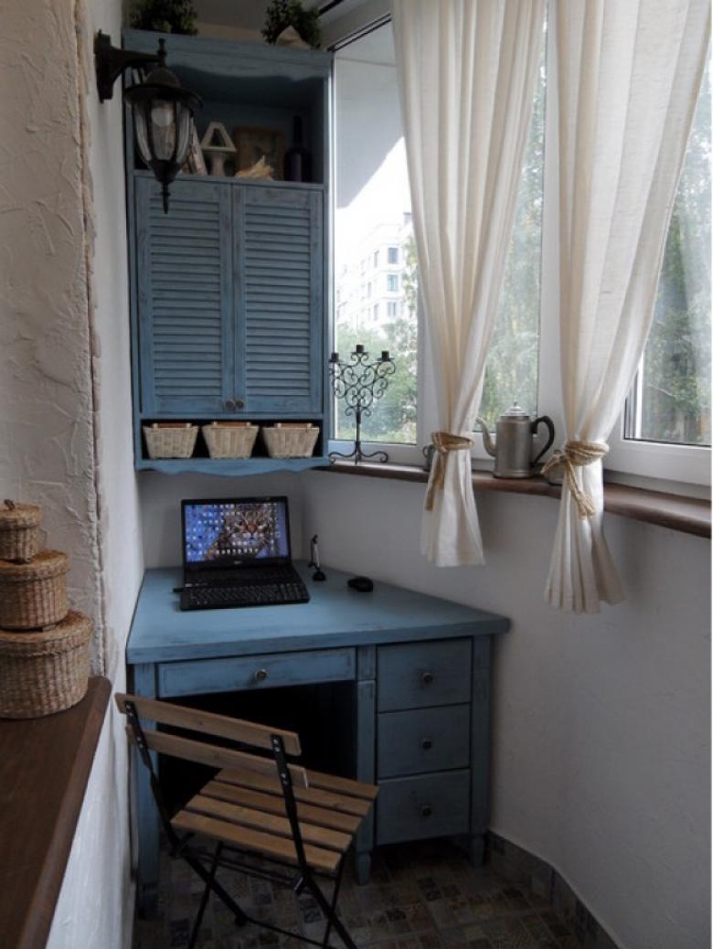 Стол на балконе (55 фото): складной столик и откидная столеш.