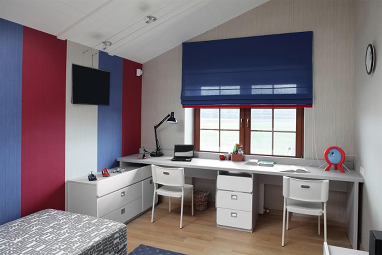 Письменный стол для двоих детей - фото, примеры расположения.