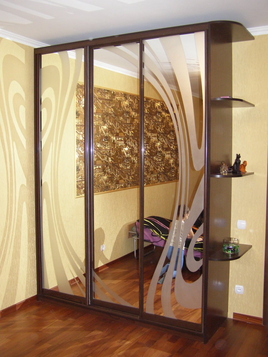 Трехстворчатый шкаф-купе (41 фото): сборка шкафа с зеркалом .