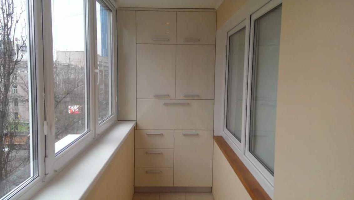 встроенный шкаф на балкон 46 фото как собрать встраиваемую модель