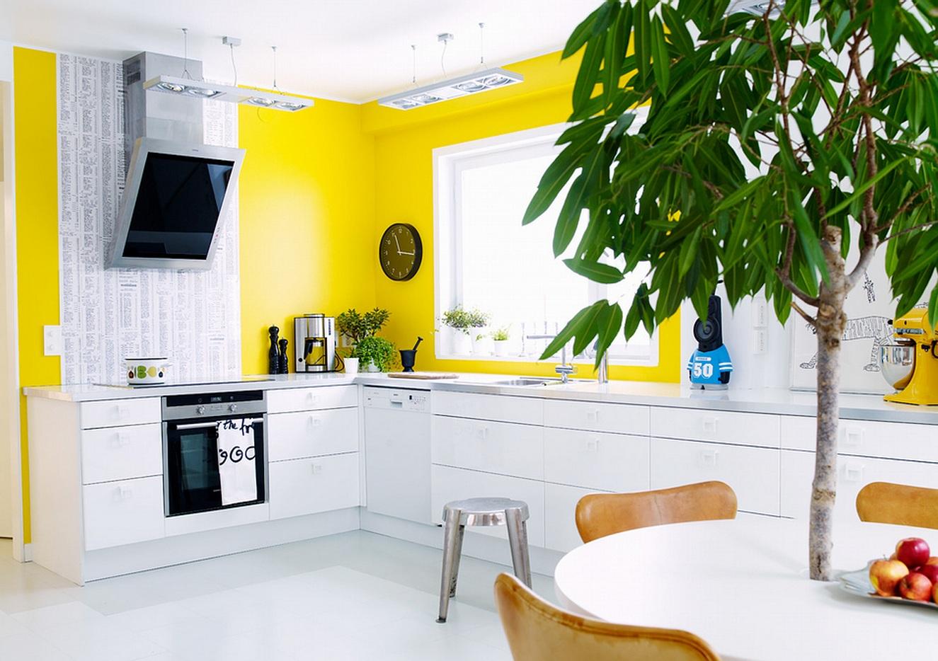 Цвет обоев для кухни (82 фото): какого оттенка выбрать под желто-коричневый кухонный гарнитур, сочетание двух расцветок