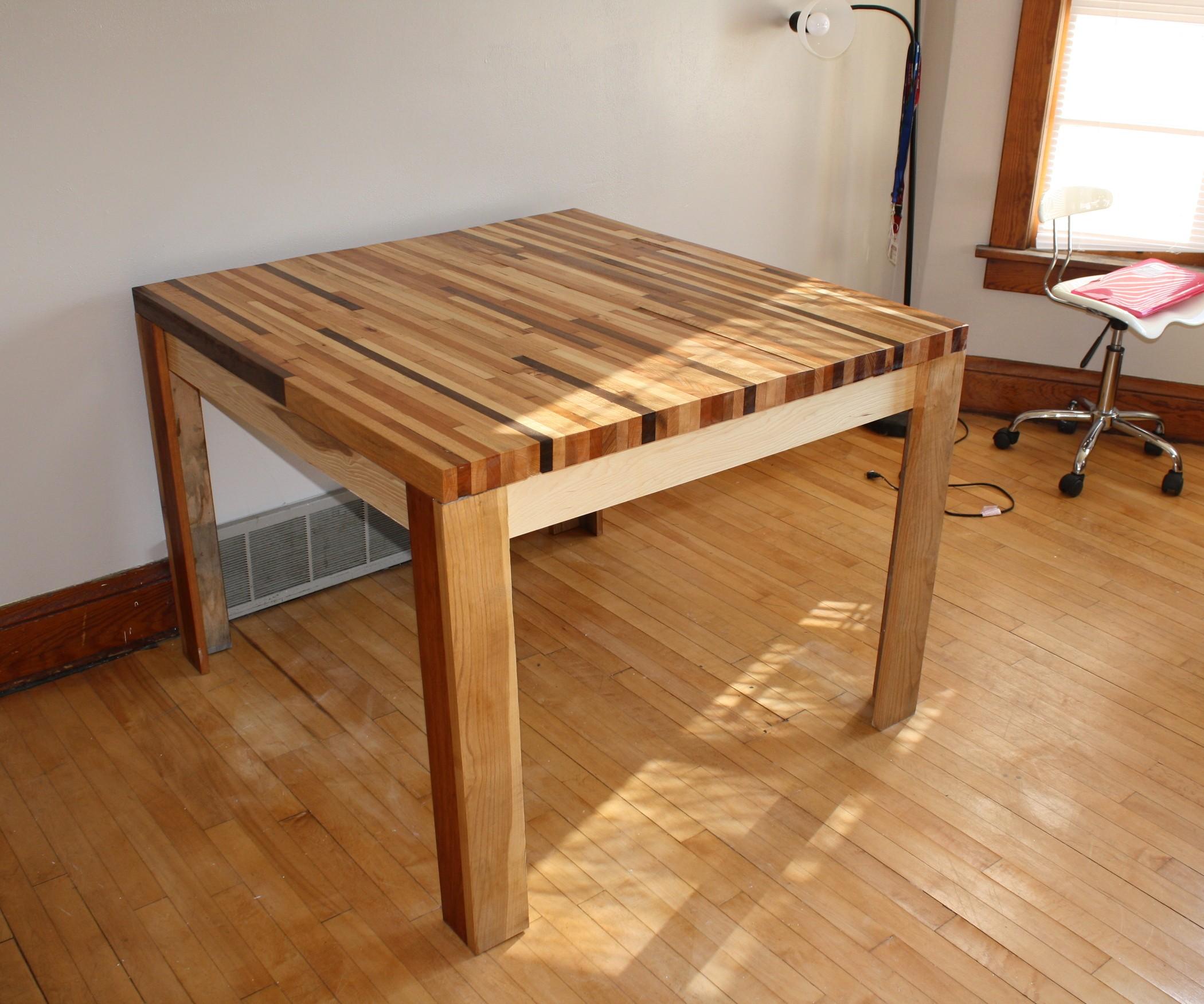 Простые столы из дерева