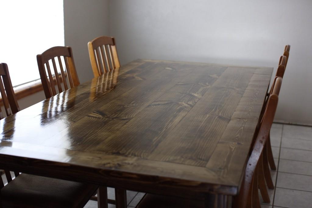 Делаем обеденный стол